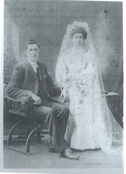 Mavis' parents, Hamilton and Sarah Charlton, 1904.