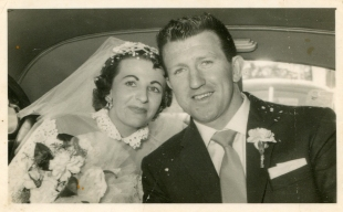 Noline and Leo in the wedding car