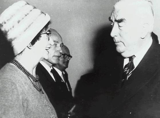 Alderman Hargrave with Prime Minister Robert Menzies at a civic reception at Wollongong City Council in July, 1962 - P04163